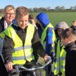 Kinderen openen fietspad Hijken-Beilen